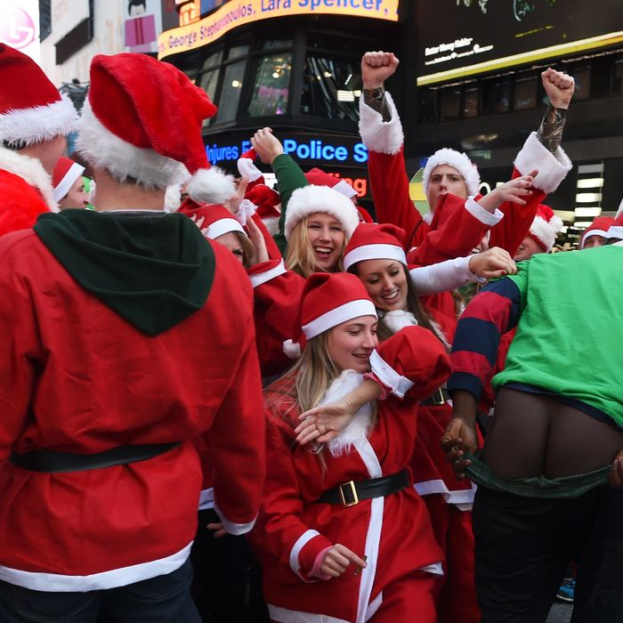 We Spent 9 Hours at SantaCon So You Didn\'t Have To