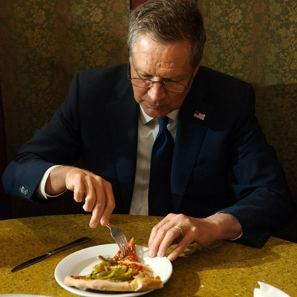 John Kasich Lamely Defends Eating Pizza With a Fork