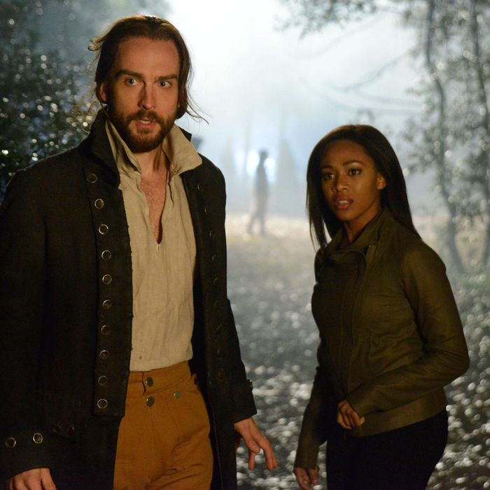 SLEEPY HOLLOW: Ichabod Crane (Tom Mison, L) and Lt. Abbie Mills (Nicole Beharie, R) search for clues in the
