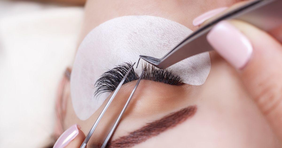 b07e544ce8d Eyelash Extensions: How Long Do Eyelash Extensions Last?