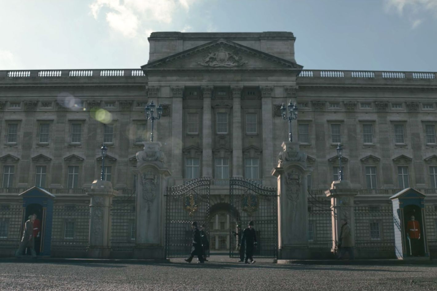 The Crown How Netflix Re Created Buckingham Palace