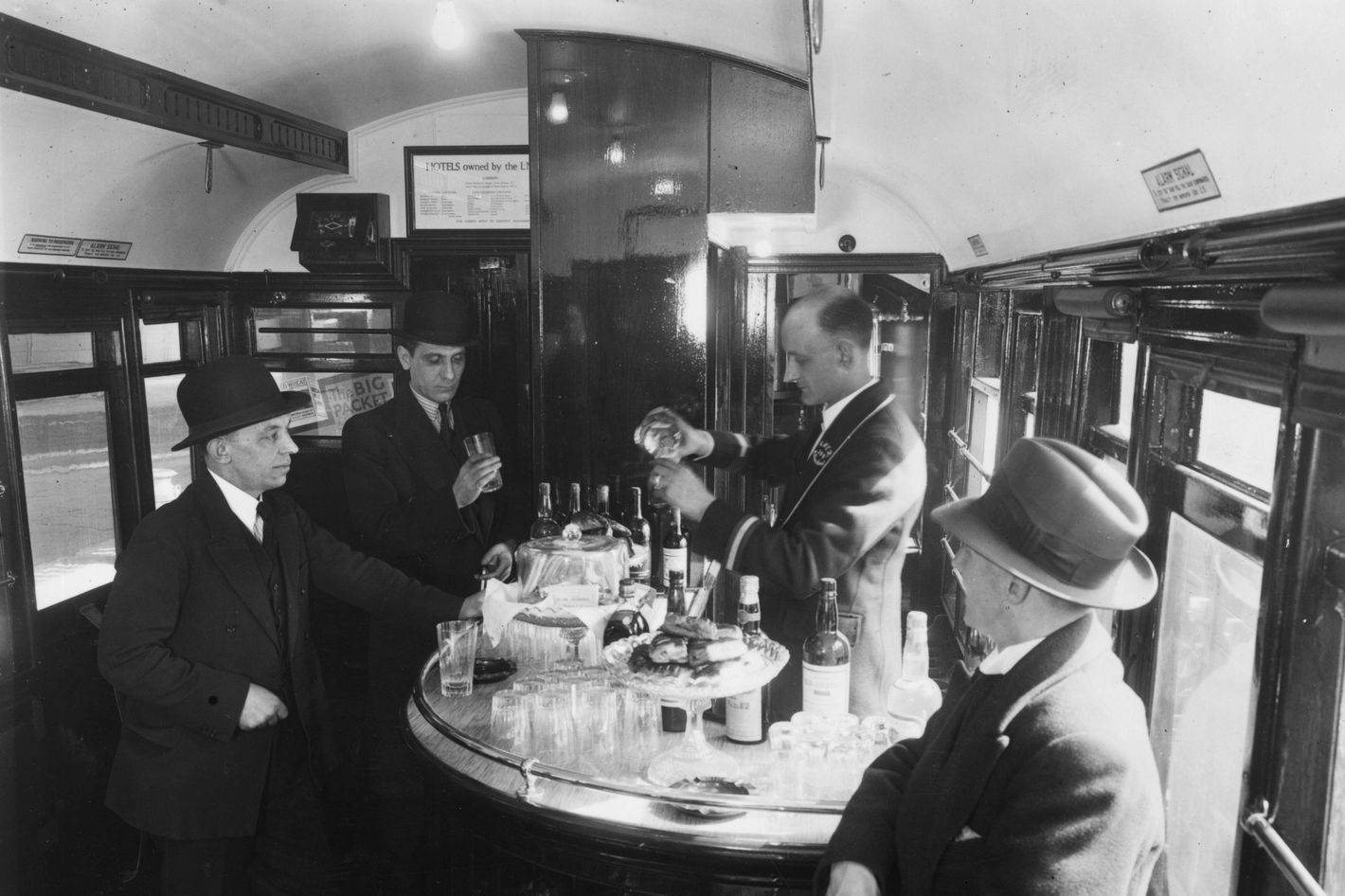 Bar cars returning to Connecticut-New York commuter trains