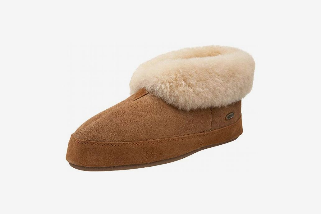 c41cea03918 Acorn Men s Sheepskin Bootie Slipper at Amazon