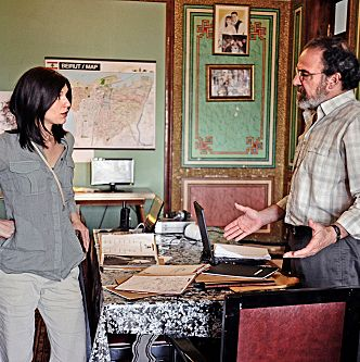 Claire Danes as Carrie Mathison and Mandy Patinkin as Saul Berenson in Homeland (Season 2, Episode 2).