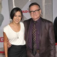 """HOLLYWOOD - NOVEMBER 09:  Zelda Williams and Robin Williams arrive at the """"Old Dogs"""" Premiere at the El Capitan Theatre on November 9, 2009 in Hollywood, California.  (Photo by John Shearer/WireImage)"""