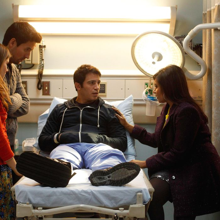 THE MINDY PROJECT: Betsy (Zoe Jarman, L), Jeremy (Ed Weeks, second from L), Mindy (Mindy Kaling, second from R) and Morgan (Ike Barinholtz, R) visit Danny (Chris Messina, C) in the hospital in the