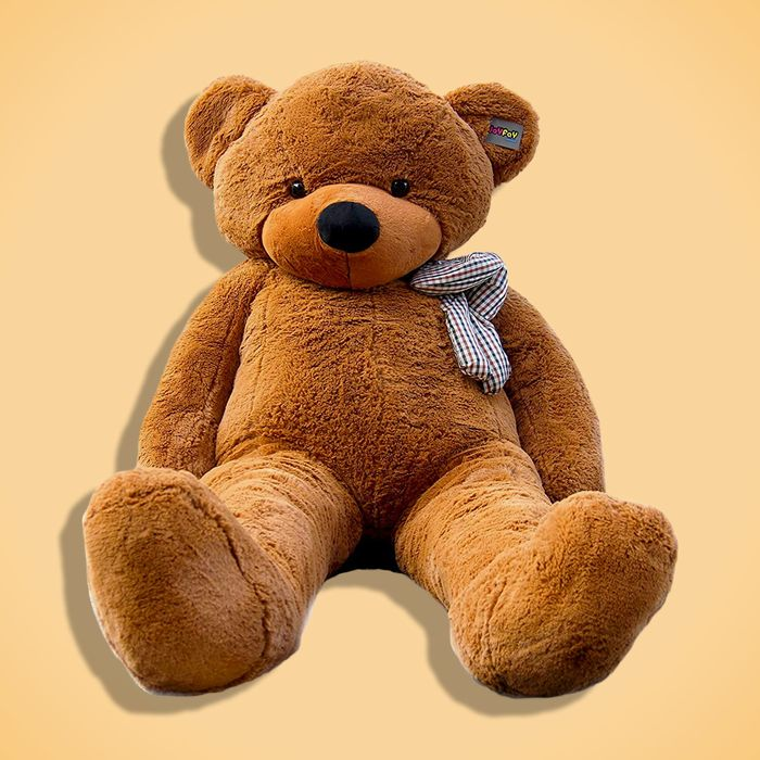 837547a29cc6 9 Giant Teddy Bears for Valentine s Day 2019
