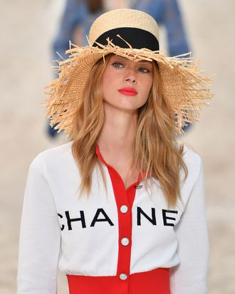 Chanel by the Sea Spring 2019 Paris Fashion Week Beauty d4f34325199