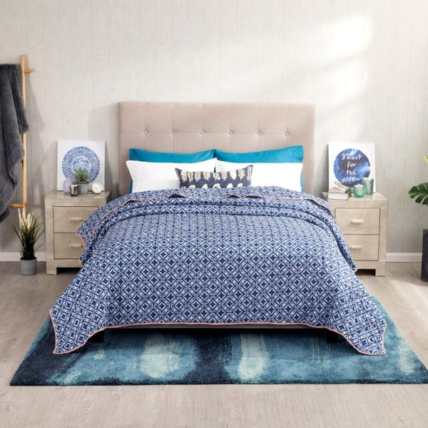 Bedsure Navy Blue Floral Quilted Bedspread