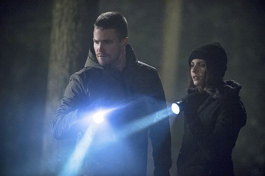 "Arrow -- ""The Return"" -- Image AR314B_0316b -- Pictured (L-R): Stephen Amell as Oliver Queen and Willa Holland as Thea Queen -- Photo: Cate Cameron/The CW -- ?'?? 2015 The CW Network, LLC. All Rights Reserved."