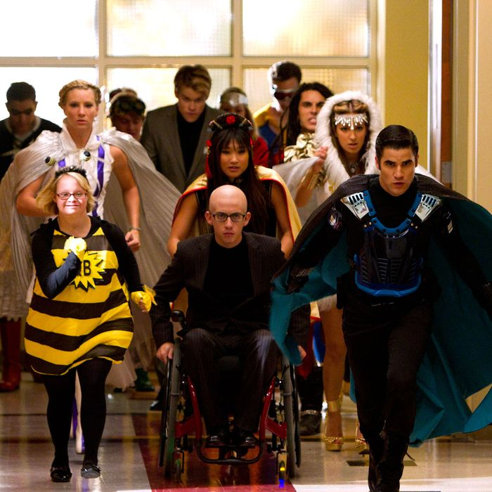 GLEE: The glee club joins a superhero club in the all-new
