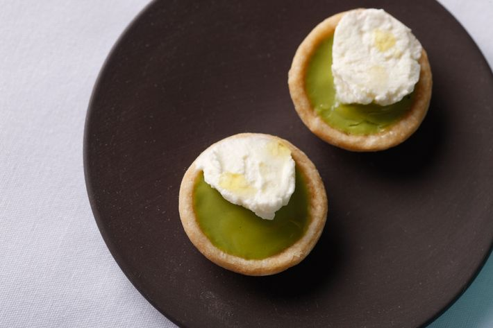 A sweet-pea-and-wasabi tartlet with mint cream.